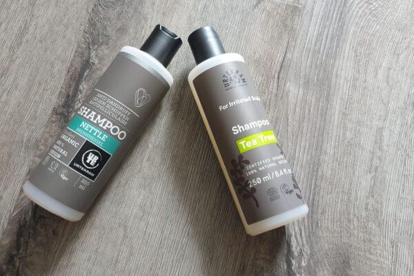 Recenze : šampon URTEKRAM (Kopřivový proti lupům BIO, s tea tree pro podrážděnou vlas. pokožku BIO)